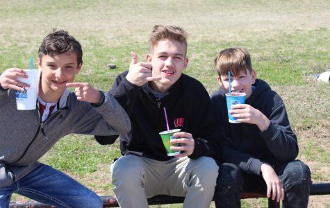 Junior Class fundraiser stops at DMS