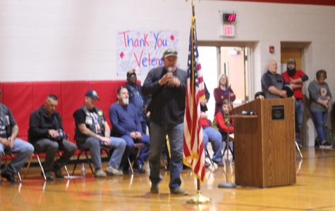 Art students make poster for Veterans Day assembly