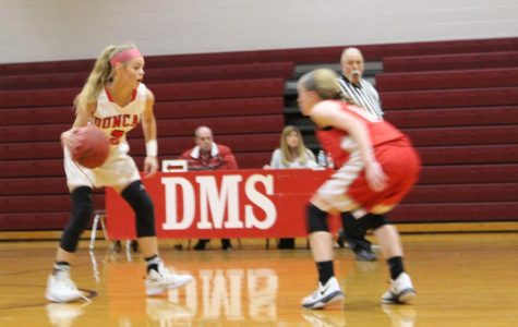 Basketball faces Elgin, gets first wins for season