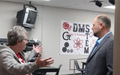 Sen. Scott visits DMS