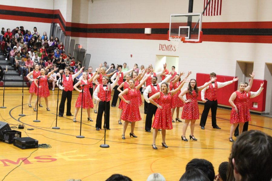 Reflections Show Choir performs at DMS