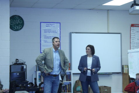 Sen. Chris Kidd and Sen. Jessica Garvin talk to middle school students this morning, following the Legislative Breakfast.